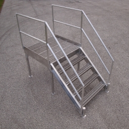 ALUMINUM STAIRS AND PLATFORM