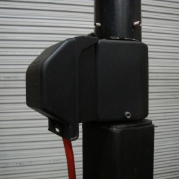 POLE TOP RECEPTACLE BRACKET WITH INUSE BOX